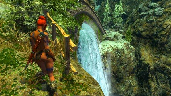 Шэйла позирует у водопада. Эндерал