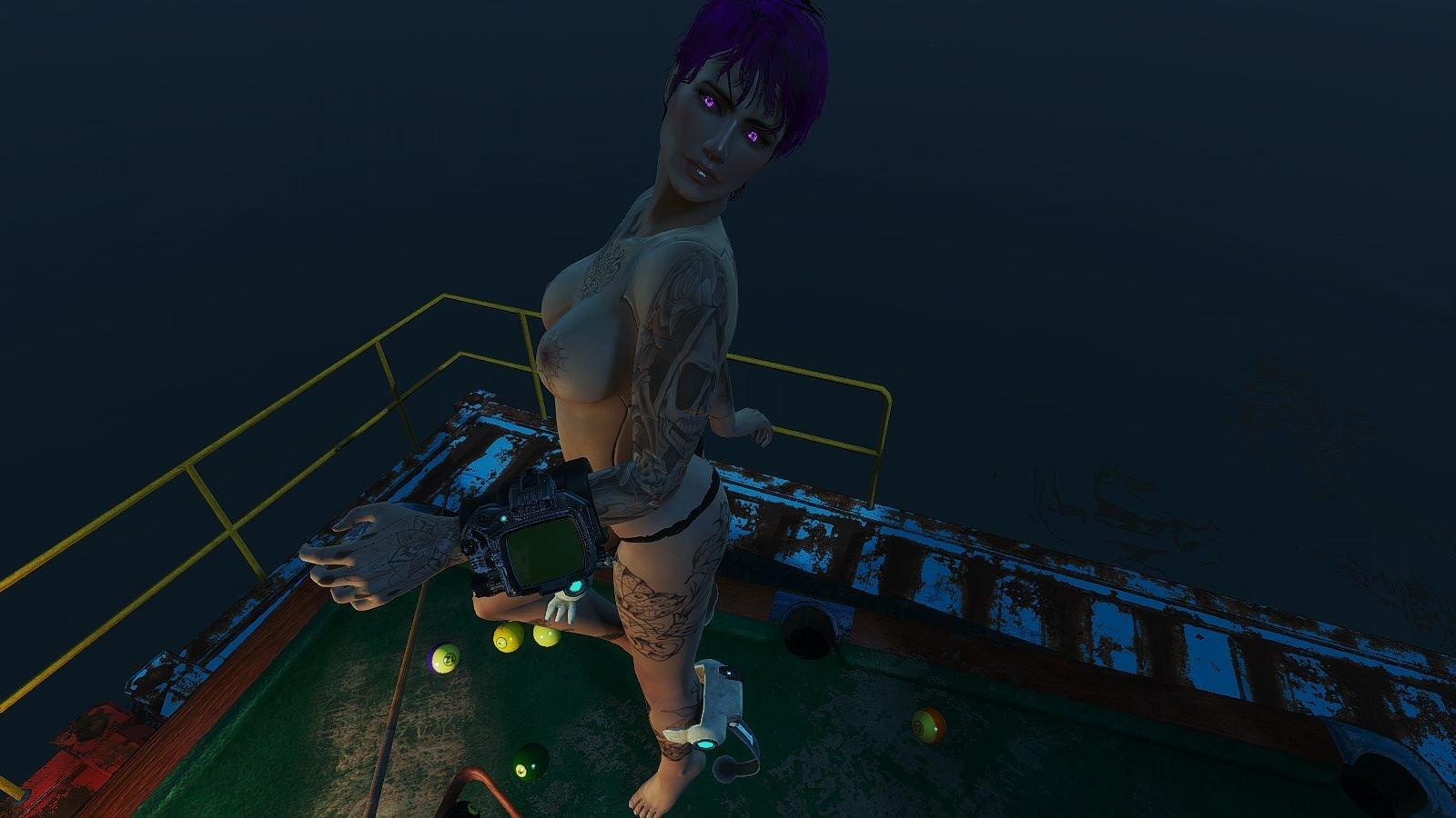 Ева отбила бильярдный стол у траперов ;)