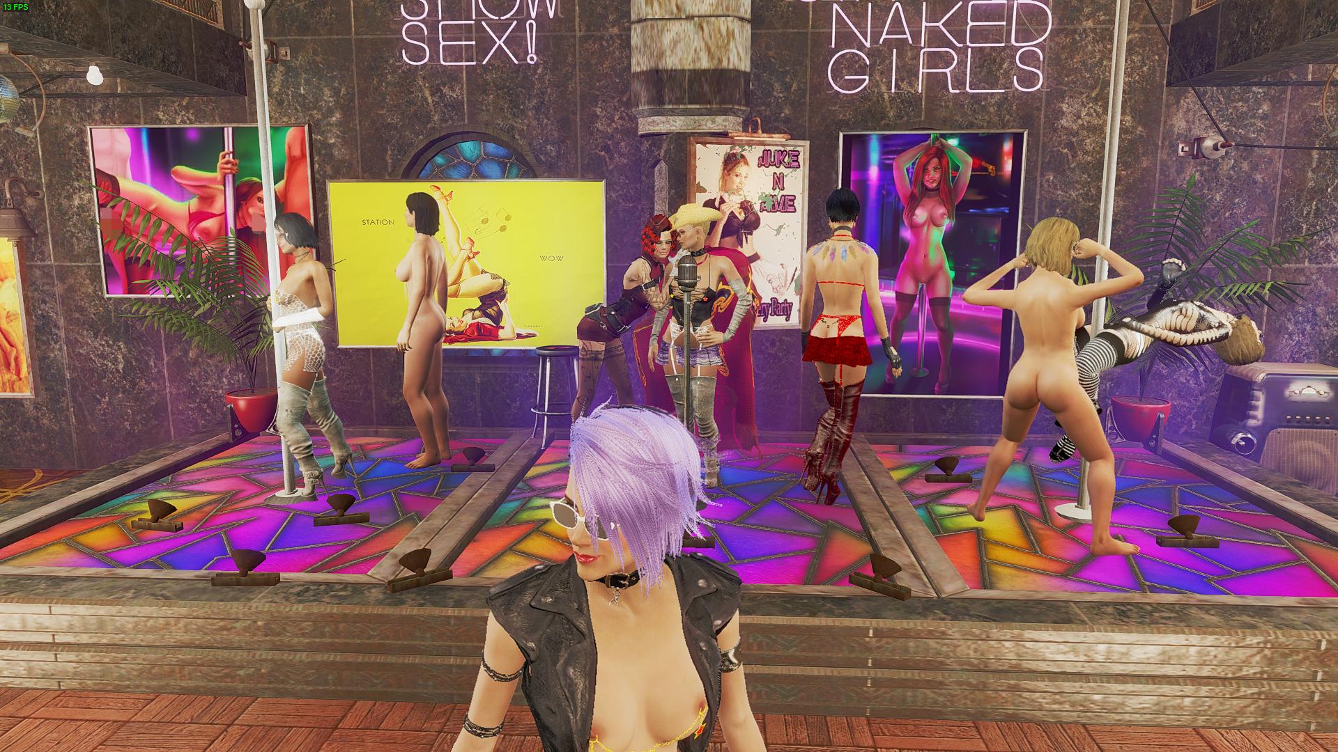 Айви внимательно осматривает танцующих.