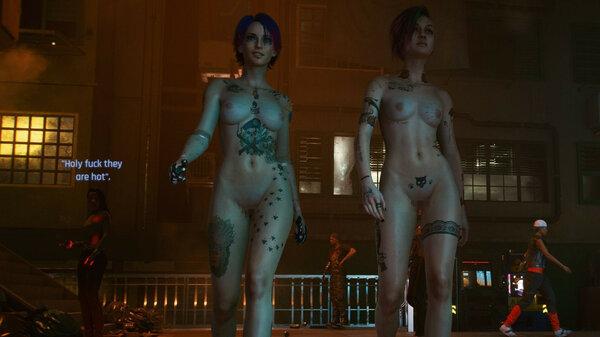 """Девушка слева:-""""Черт возьми, они горячие!""""."""
