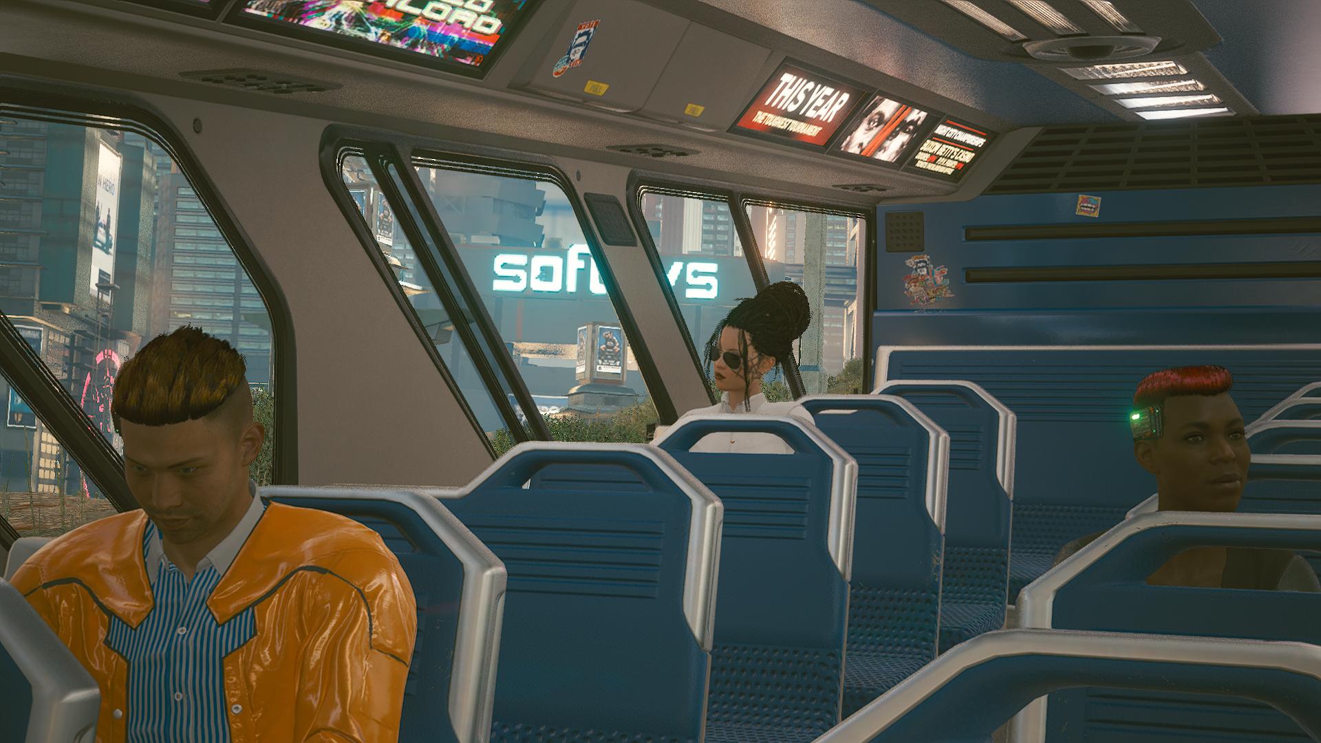 Джонни в теле Ви автобусе.