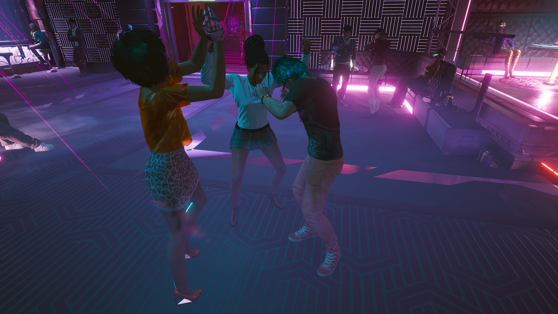 Панам танцует в баре «Лиззис».