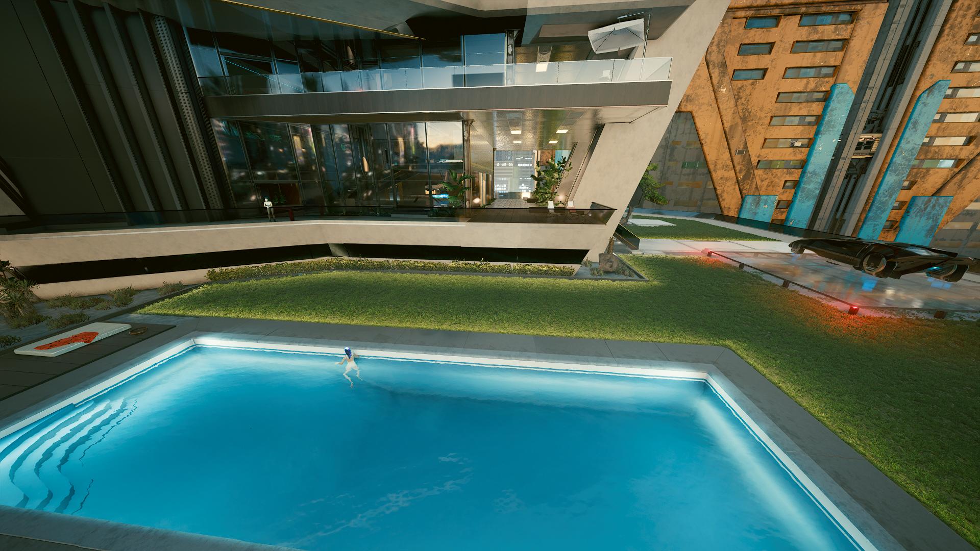 Ви купается в бассейне, а Бестия не захотела.