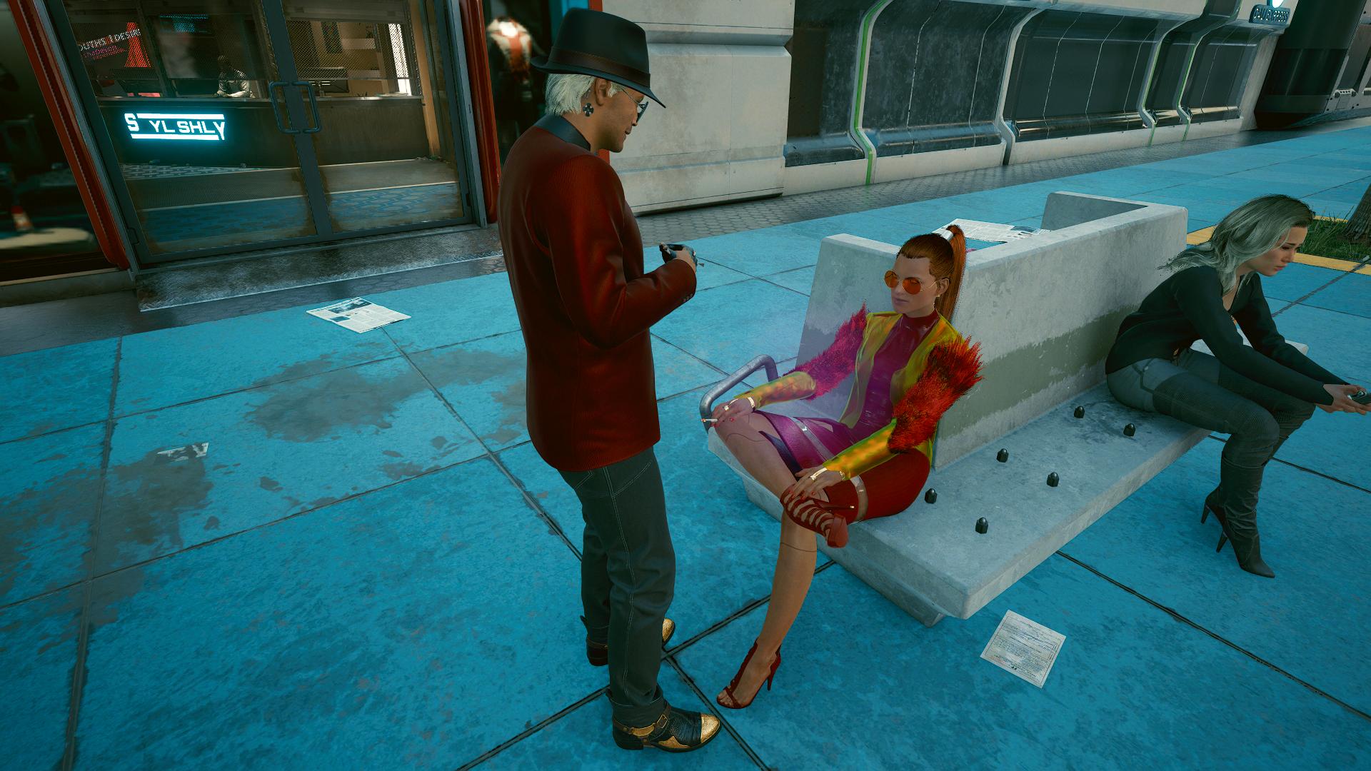 Ви и девушка в красивом платье.