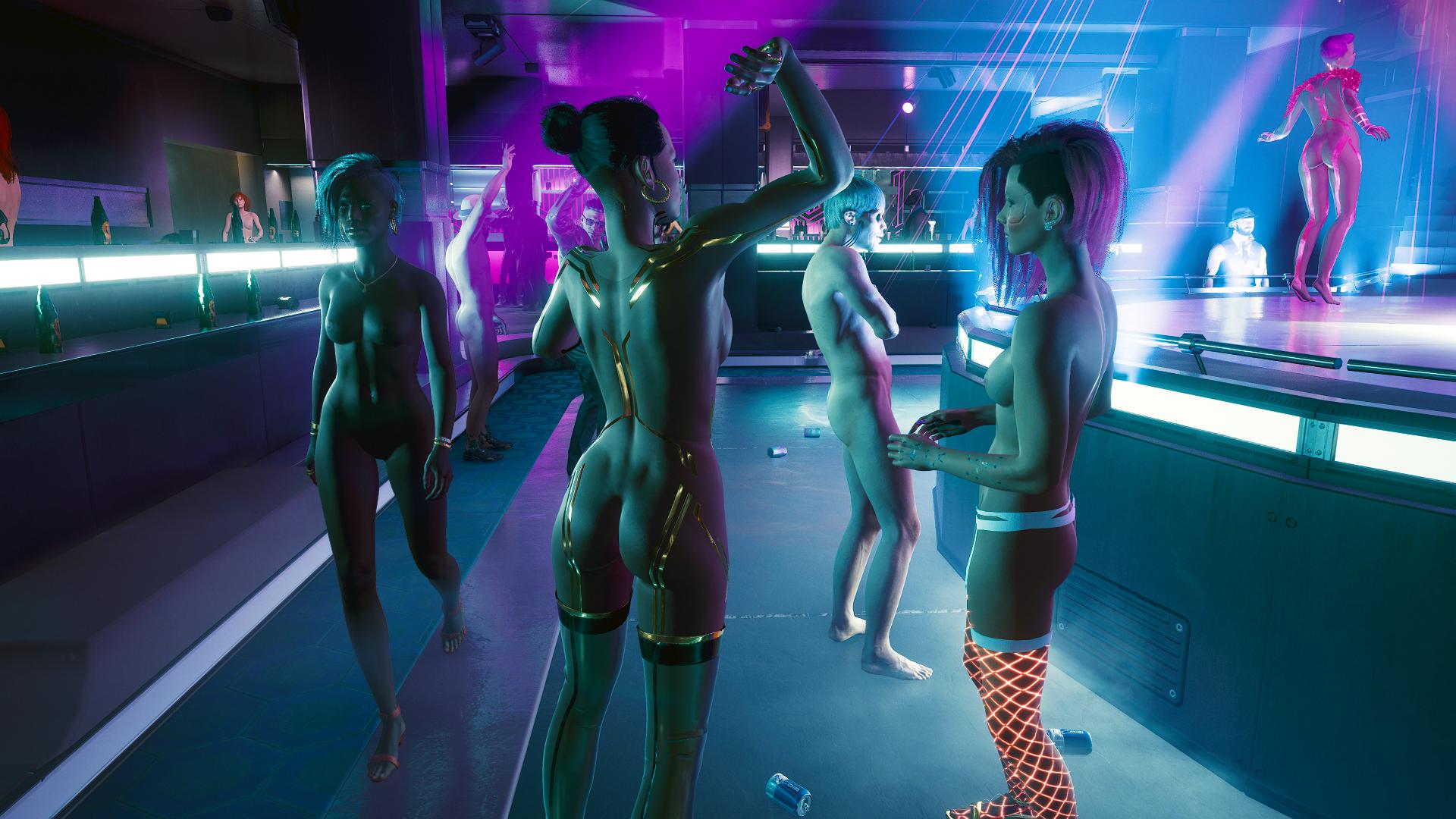 """Ви в ночном клубе на закрытой """"Ню-вечеринке""""."""