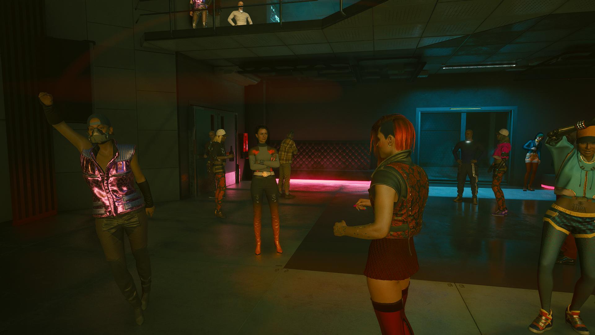 Ви танцует в клубе «Райот».