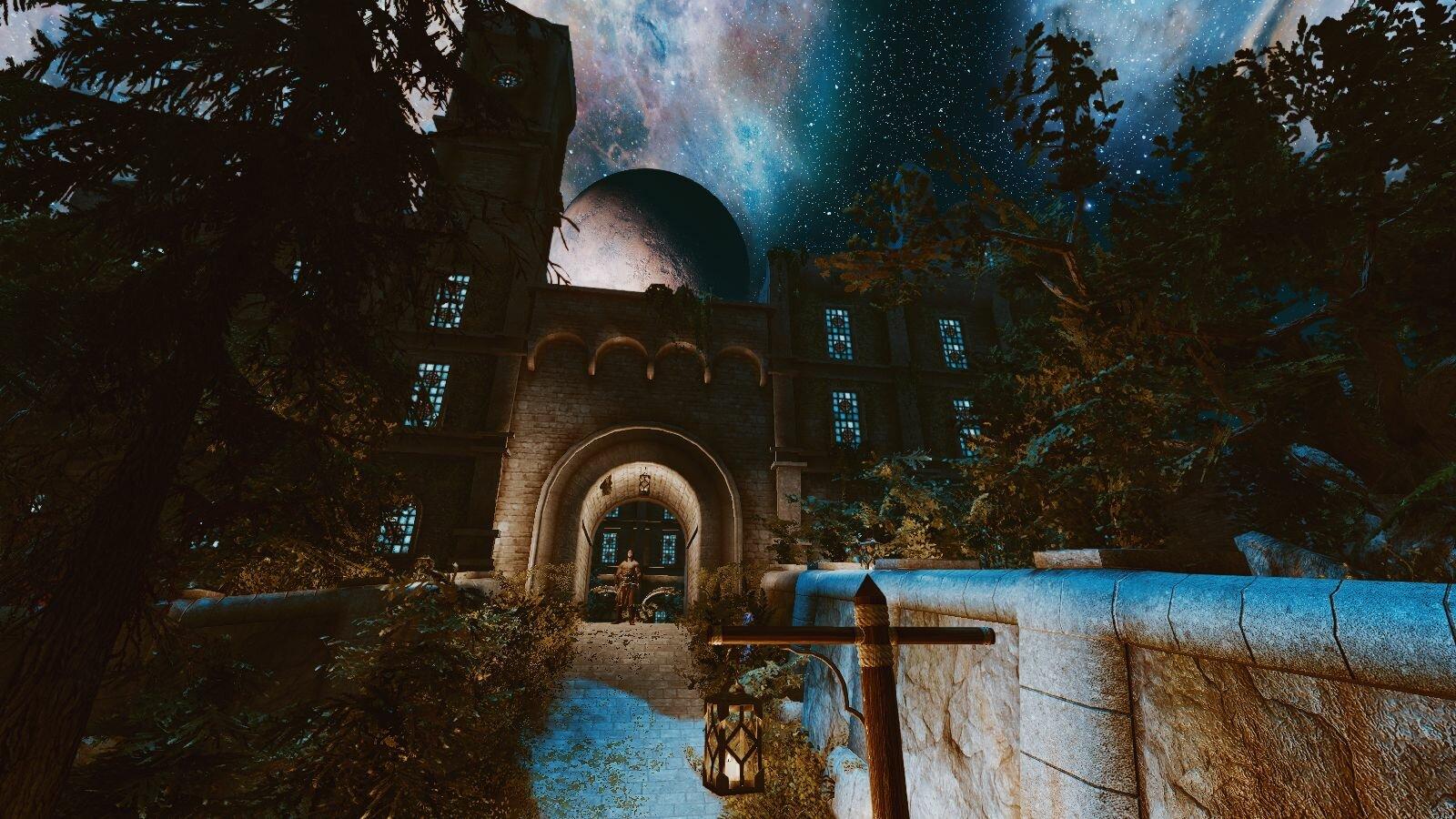 Синий дворец в Солитьюде, ночью.