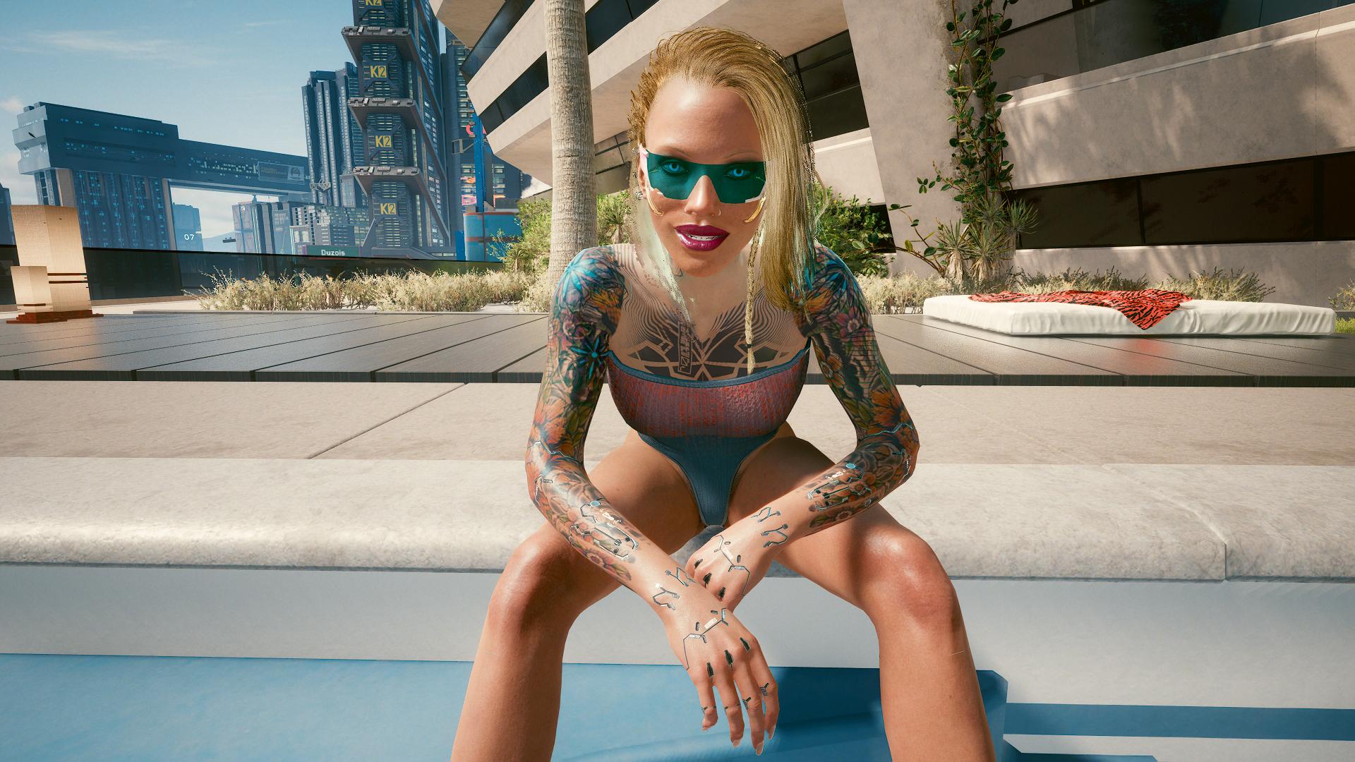 Блондинка Ви во дворике у бассейна -1.